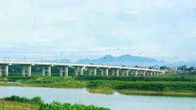 Thach Bich bridge crossing the Tra Khuc River
