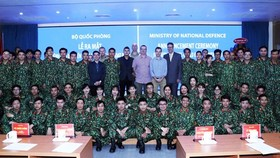 Members of Level-2 Field Hospital No. 3 and delegates at the launching ceremony pose for a photo (Photo: VNA)