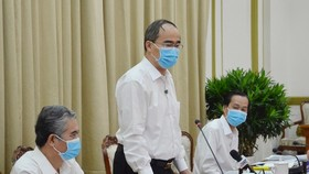 Secretary of HCMC Party Committee Nguyen Thien Nhan chairs the meeting. (Photo: SGGP)