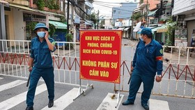 The provincial authorities lifts a lockdown on Ho Van Dai Street in Quang Vinh Ward, Bien Hoa City on August 3.