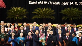 Politburo member, Secretary of the 10th HCMC Party Committee Nguyen Thien Nhan (R ) offers flowers to congratulate new Secretary of HCMC's Party Committee Nguyen Van Nen