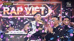 De Choat crowns as winner of Rap Viet competition
