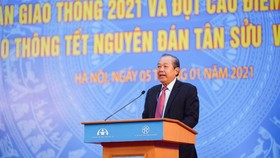 Deputy Prime Minister Truong Hoa Binh speaks at the ceremony.