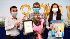 Representatives of the SGGP Newspaper receive award. (Photo: SGGP)