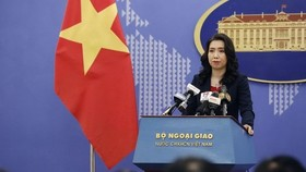Foreign Ministry spokeswoman Le Thi Thu Hang speaks at the ministry's March press conference. (Photo: VNA)