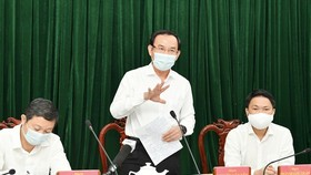 Secretary of the municipal Party Committee, Nguyen Van Nen speaks at the meeting. (Photo: SGGP)