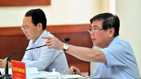 Chairman of the HCMC People's Committee, Nguyen Thanh Phong speaks at a working session. (Photo: SGGP)
