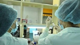 Vietnam striving to quickly produce home-made COVID-19 vaccines
