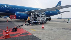 The Civil Aviation Authority of Vietnam has required local carriers to reduce the number of flights to Tan Son Nhat Airport amid the complicated situation of the Covid-19 pandemic. (Photo: SGGP)