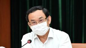 Secretary of the HCMC Party's Committee Nguyen Van Nen speaks at the meeting. (Photo: SGGP)