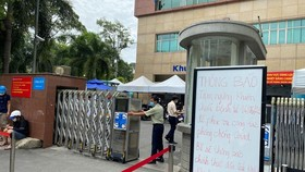 HCMC's University Hospital of Medicine and Pharmacy in District 5 has stopped receiving patients due to a suspected Covid-19 infection. (Photo: SGGP)