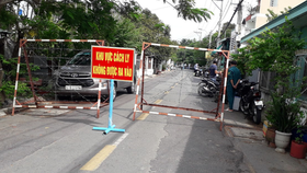 HCMC suspends street markets, public passenger transport service