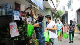 A Zero-VND stall in District 8's Ward 3