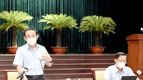 Secretary of the HCMC Party Committee Nguyen Van Nen speaks at a conference on prevention and control work of the coronavirus disease with the participation of media agencies . (Photo: SGGP)