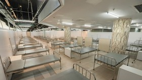 The three-storey hospital covering on an area of more than 30,000 square meters offers nearly 1,000 beds for Covid-19 patients with mild symptoms. (Photo: SGGP)