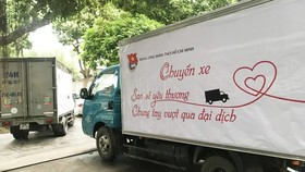 The Department of Transport of HCMC on July 22 have not required vehicles to present Identification certificates for priority green lane to ensure uninterrupted transport of essential goods. (Photo: SGGP)