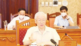 Party General Secretary Nguyen Phu Trong chairs a meeting on the pandemic situation and implementation of urgent measures to prevent and control the Covid-19 epidemic in HCMC and Southern localities on August 24. (Photo: VNA)