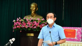 Secretary of the HCMC Party Committee Nguyen Van Nen speaks at a working session with Can Gio District. (Photo: SGGP)