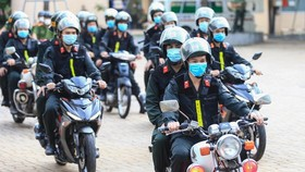 The HCMC Department of Public Security launches a campaign to crack down on criminals to maintain social order after some restrictions have been slightly eased in the city. (Photo: SGGP)