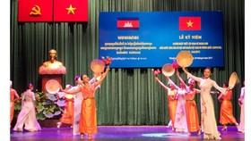 Văn nghệ chào mừng kỷ niệm 50 năm Ngày thiết lập quan hệ ngoại giao Việt Nam-Campuchia