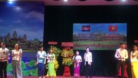 Múa hát chào mừng kỷ niệm  66 Ngày Độc lập Vương quốc Campuchia