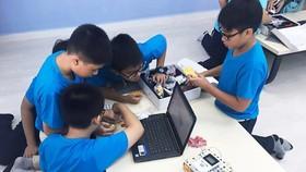 TPHCM vừa có nhiều đề xuất cải cách và đổi mới toàn diện giáo dục. Trong ảnh là lớp học lắp ráp robot của thầy trò Trường THCS Nguyễn Văn Tố, quận 10, TPHCM