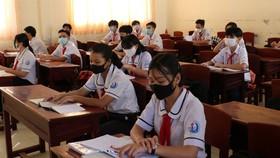 Mỗi điểm thi tốt nghiệp THPT tại TPHCM phải bố trí ít nhất 10 cán bộ dự phòng, thí sinh ho, sốt được tổ chức thi riêng