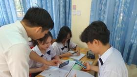 Quy định cho phép học sinh sử dụng điện thoại di động cần được hiểu thế nào cho đúng?