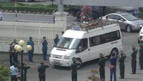 Người dân Đồng Tháp đẫm nước mắt viếng Anh hùng phi công Nguyễn Văn Bảy