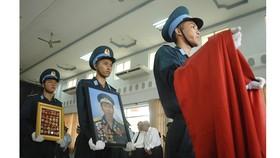 Tiễn đưa Anh hùng phi công Nguyễn Văn Bảy về đất mẹ