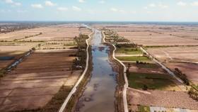 Ảnh hưởng bởi hạn mặn, hồ chứa nước ngọt tại Bến Tre sắp khô cạn