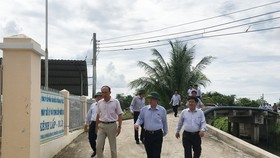 Đoàn công tác Quốc hội khảo sát nhà máy xử lý nước và cung ứng nước sạch Kênh Lấp (huyện Ba Tri, tỉnh Bến Tre)