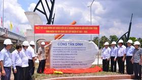 Bộ NN-PTNT bàn giao 3 cống kiểm soát nguồn nước ở Trà Vinh và Vĩnh Long