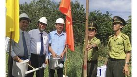 Phó Thủ tướng Thường trực Chính phủ dự lễ phát động trồng 10 triệu cây xanh tại Bến Tre  