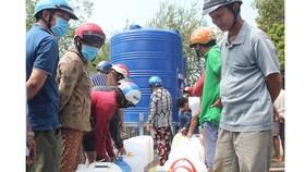 Bến Tre lý giải về giá nước ngọt tăng cao trong mùa hạn mặn