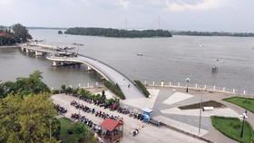 Một số dịch vụ tại bến Ninh Kiều được hoạt động trở lại. Ảnh: TÍN HUY