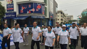 Hơn 4.000 người đi bộ vì người nghèo
