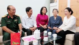 Phó Bí thư Thành ủy TPHCM Võ Thị Dung thăm, chúc tết Mẹ Việt Nam Anh hùng và hộ nghèo