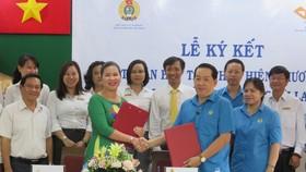 Lãnh đạo LĐLĐ TPHCM và Bưu điện TP ký kết thỏa thuận hợp tác