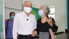 Ứng cử viên ĐBQH khóa XV Phan Nguyễn Như Khuê lắng nghe ý kiến cử tri tại TP Thủ Đức sáng 11-5