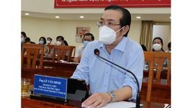 Phó Trưởng Ban Thường trực Ban Tuyên giáo Thành ủy TPHCM Lê Văn Minh phát biểu tại buổi sơ kết