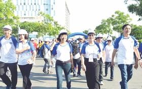 """參加""""走1萬步""""活動的各位市領導代表。(圖源:互聯網)"""