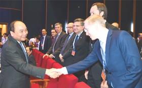 阮春福總理與國內外企業會晤。(圖源:互聯網)