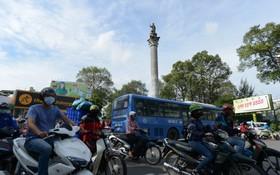 本市阮知方六岔路口安陽王塑像在建設高架橋時將遷往別處。