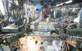 越南Ford公司的汽車組裝流程一隅。