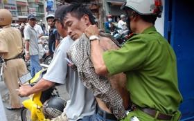 歹徒被押送到公安派出所。(示意圖源:互聯網)