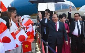 日本大阪民眾熱烈歡迎阮春福總理。(資料圖:互聯網)