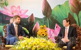 市人委會主席阮成鋒接見捷克共和國司法部長羅伯特‧培利坎(左)。(圖源:市黨部新聞網)