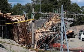 瑞典中部城鎮盧德維卡一座在建的公路橋13日發生垮塌,造成12人受傷,4人死亡。(圖源:路透社)