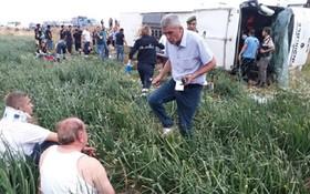 圖為土耳其阿馬西亞省5日發生一起客車翻車事故的現場,造成至少6人死亡、36人受傷。(圖源:Yenisafak)